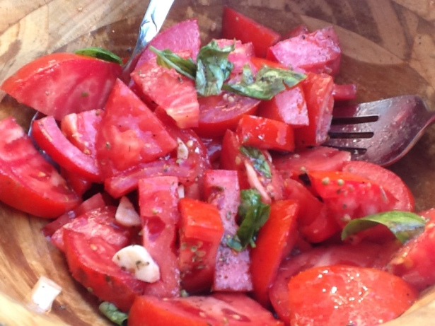 tomato salad:garlic closeup