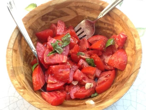 tomato salad:garlic